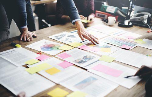 Magazingestaltung von allegria design. Foto: rawpixel - shutterstock.com